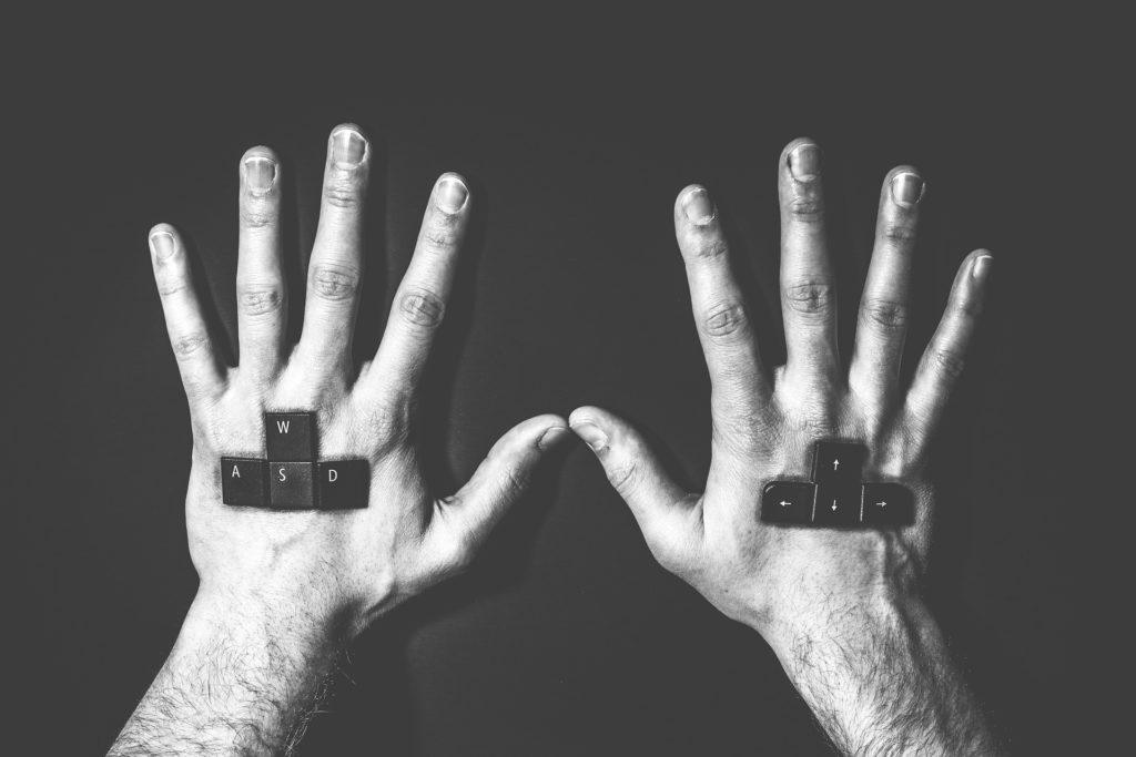 hands-514479_1920
